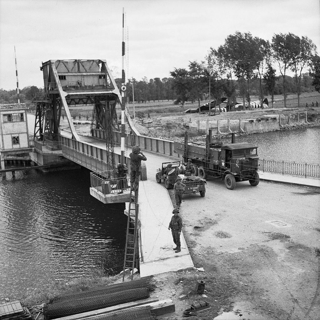 pegasus_bridge_june_1944_b5288